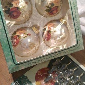 Vintage Rose Ornaments w Bonus Snowman Clips